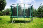 GOFIT 244 cm - Trampolina ogrodowa z siatką zabezpieczającą i drabinką