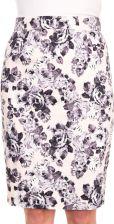 Biała spódnica w kwiaty